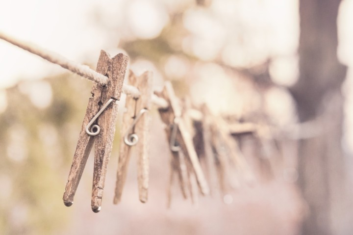 cropped-wooden-laundry-washing-clothes-line.jpg