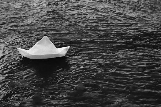 Risultati immagini per barca che si allontana